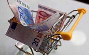 ΣΕΒ: Ετήσιο όφελος 300 ευρώ από προσφορές σε σούπερ μάρκετ