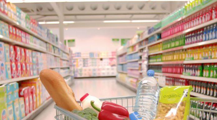 """Σούπερ μάρκετ: Κύμα """"Made in Greece"""" και αγορές των 50 ευρώ"""