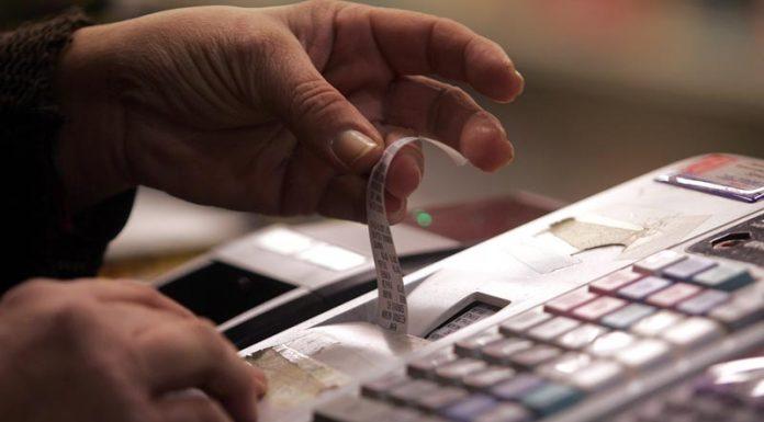 """""""Αγκάθι"""" για το λιανεμπόριο ο υψηλός ΦΠΑ"""