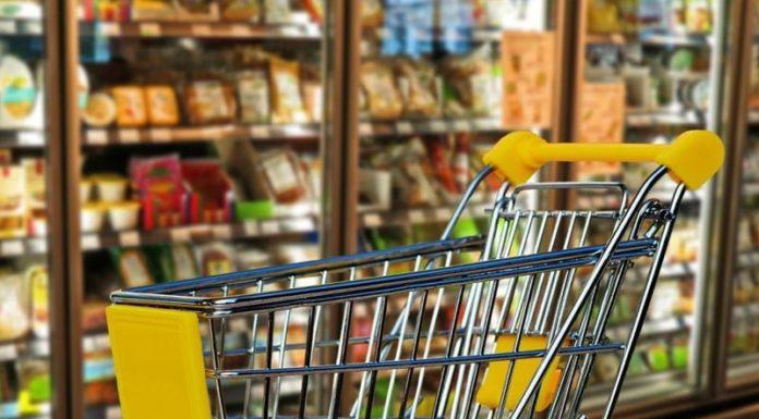 Με online φυλλάδια «ψαρεύουν» πελάτες τα σούπερ μάρκετ
