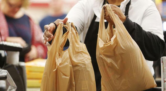 """""""Φιάσκο"""" με τις πλαστικές σακούλες στα σούπερ μάρκετ"""