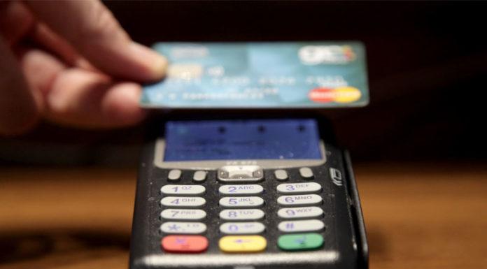 Παράταση στο όριο των 50 ευρώ για τις ανέπαφες συναλλαγές