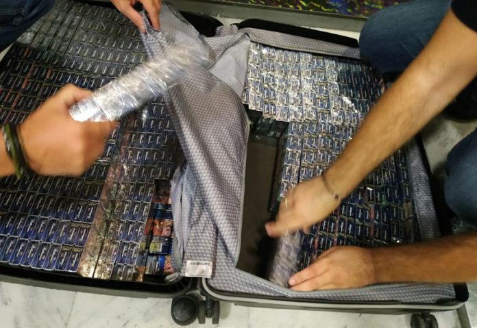 Λαθραία τσιγάρα σε βαλίτσες στο