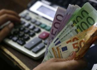 Μειώσεις στη φορολογία επιχειρήσεων και νοικοκυριών
