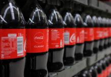 Πλαστικά μπουκάλια θέλουν οι καταναλωτές της Coca Cola