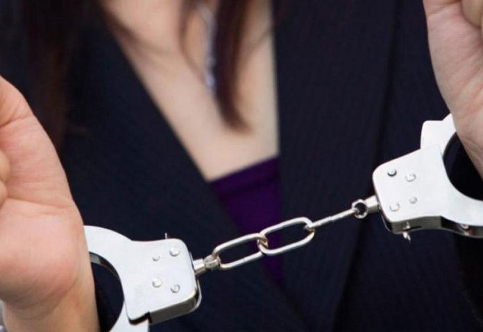 Συνελήφθη 54χρονη με 3.000 πακέτα λαθραία τσιγάρα