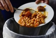 """Στα """"σκουπίδια"""" πετούν τα τρόφιμα οι σύγχρονοι καταναλωτές"""