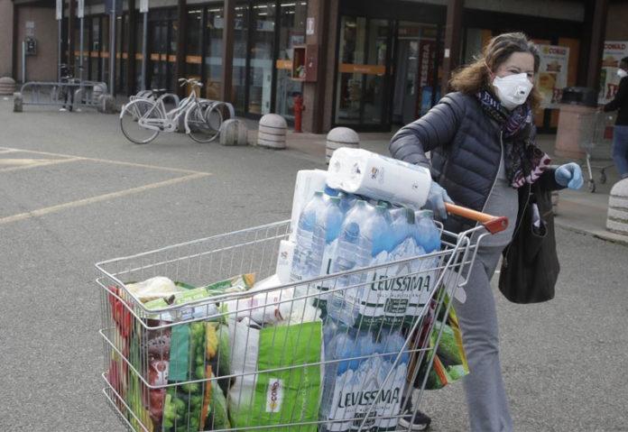Στα... σκουπίδια οι προμήθειες της καραντίνας
