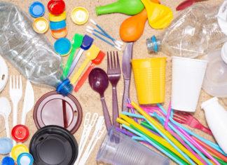 Αποσύρονται από τα ράφια τα πλαστικά μίας χρήσης